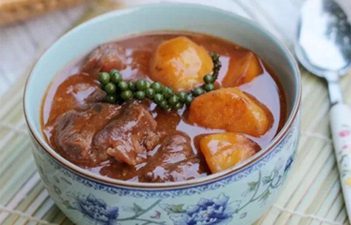 Món bắp bò hầm tiêu xanh
