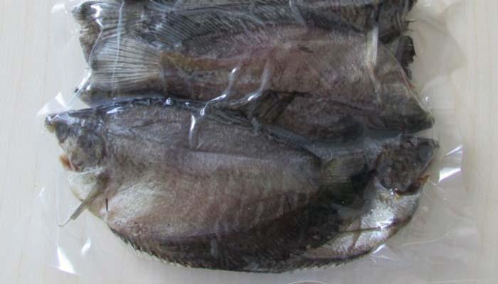 Qui trình đóng gói hút chân không khô cá sặc